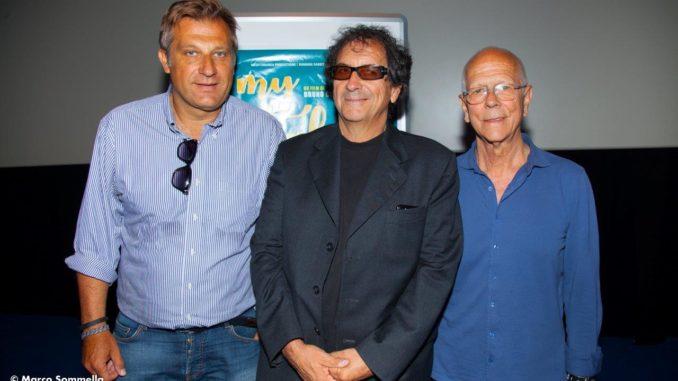 Nella foto da sinistra Nicola Grispello del cinema Metropolitan, al centro il regista Bruno Colella e a destra il produttore Angelo Bassi. Ph. Marco Sommella