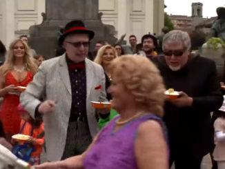 Nella foto, una scena del videoclip