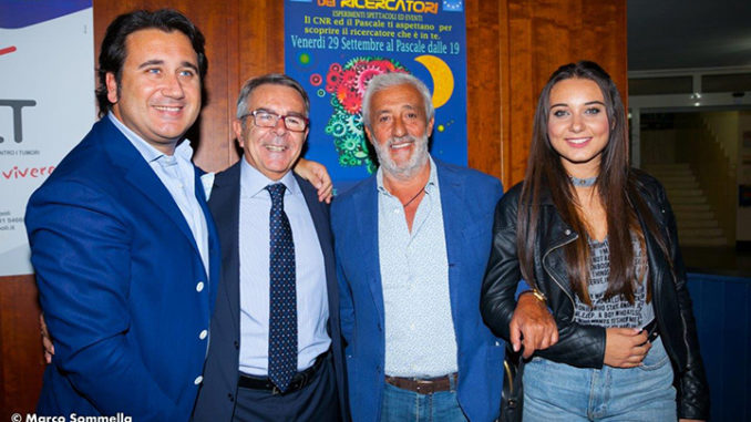 Da sinistra: Prof. Alfredo Fucito chirurgo senologo dell'INT Pascale, Prof. Gerardo Botti direttore scientifico, Patrizio Rispo, Marika Ferrarelli (Ph. Marco Sommella)