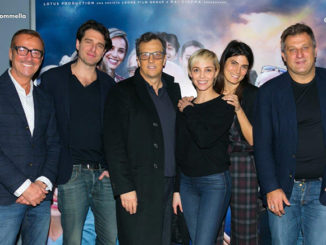 Nicola Grispello e Gabriele Muccino insieme al cast del film A casa tutti bene (Ph. Marco Sommella)