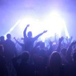 Riaprono le discoteche… ma senza ballo