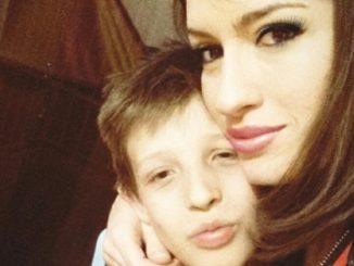 Il piccolo Giuseppe Borzacchiello e zia Marika